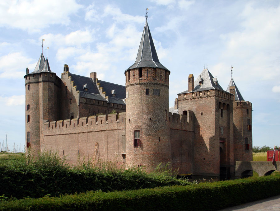 an analysis of castle in the middle ages A castle (from latin: castellum) is a type of fortified structure built during the  middle ages by  the word castle is derived from the latin word castellum,  which is a diminutive of the word castrum, meaning fortified place the old  english castel,.